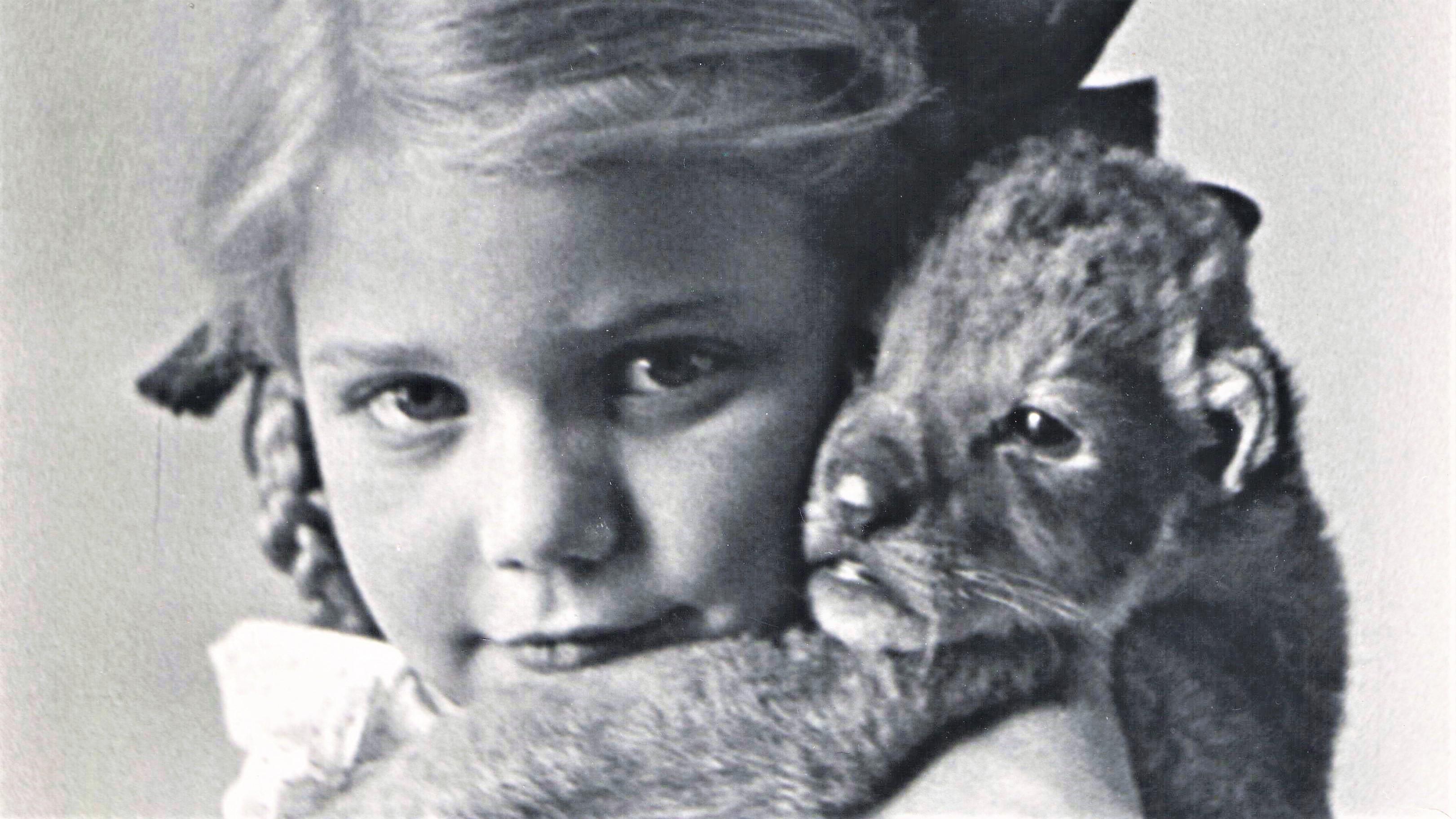 Dziewczynka z lwem, zbiory Muzeum Warszawy